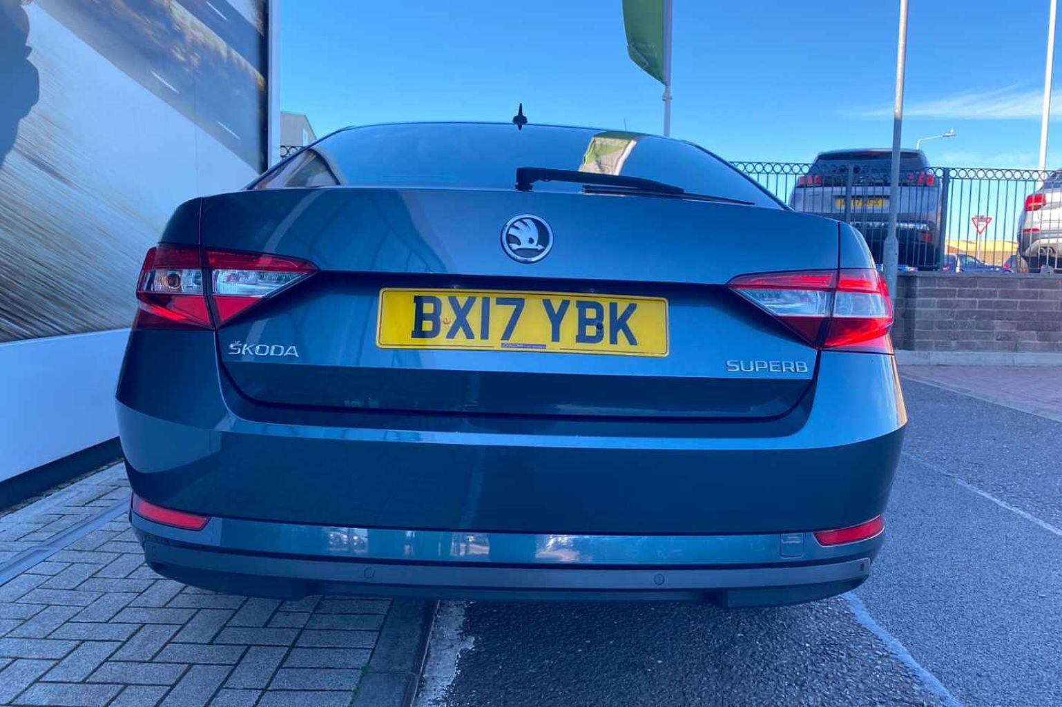 SKODA Superb 2.0 TDI (150PS) SE Business DSG Hatchback